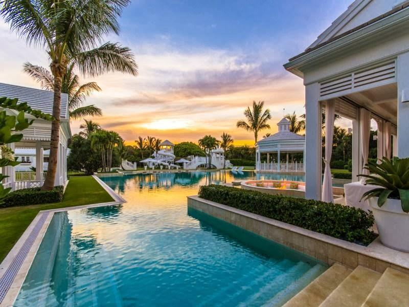 Huge swimming pool in Custom built celebrity home for Celine Dion