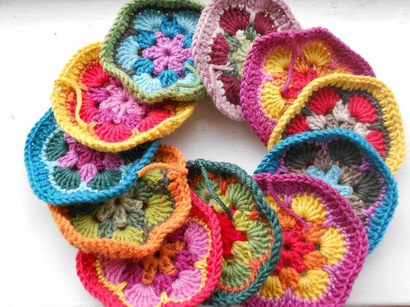 myBearpaw: Crocheted African Flower Bag