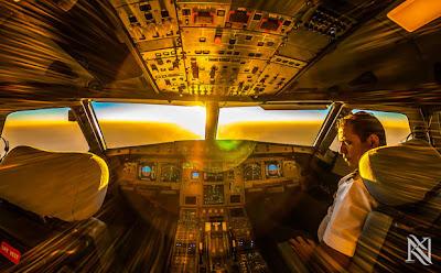 el amanecer en un avión
