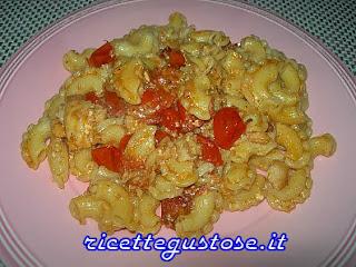 http://www.ricettegustose.it/Primi_sughi_di_pesce_1_html/Creste_di_gallo_con_rombo_e_pomodori_ciliegino.html