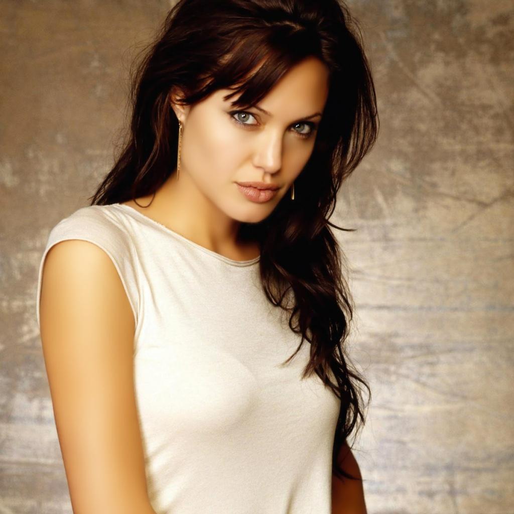 http://2.bp.blogspot.com/-7-UWG5vdVS8/UEZIpzVmaeI/AAAAAAAAAZ4/PdkJih3dqYM/s1600/Angelina+Jolie+Wallpapers-5.jpg
