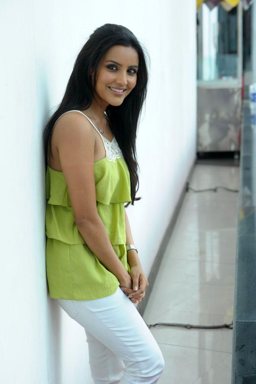 http://2.bp.blogspot.com/-7-V8y6BA1UE/ThAOpMfPbTI/AAAAAAAAbuc/F0LCERT2Rg8/s1600/telugu+actress+priya+anand+6.jpg