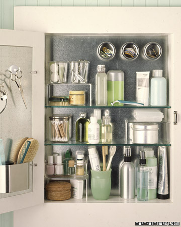 Bathroom Medicine Cabinet on Maximize Usable Space In A Tiny Medicine Cabinet By Making Use Of