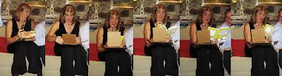 Ima Gallimo al abrir el regalo de navidad que contiene su primer libro Cuentos con Mucho cuento