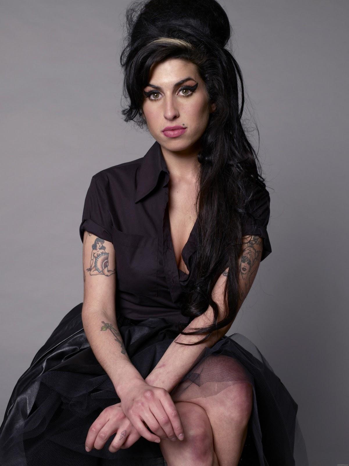http://2.bp.blogspot.com/-7-pyC5X0Y8M/UFLsb0T08DI/AAAAAAAANdk/0_RPkrCzty0/s1600/Amy_Winehouse_4.jpeg