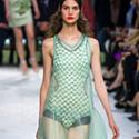 Прозрачни дрехи пролет-лято 2013