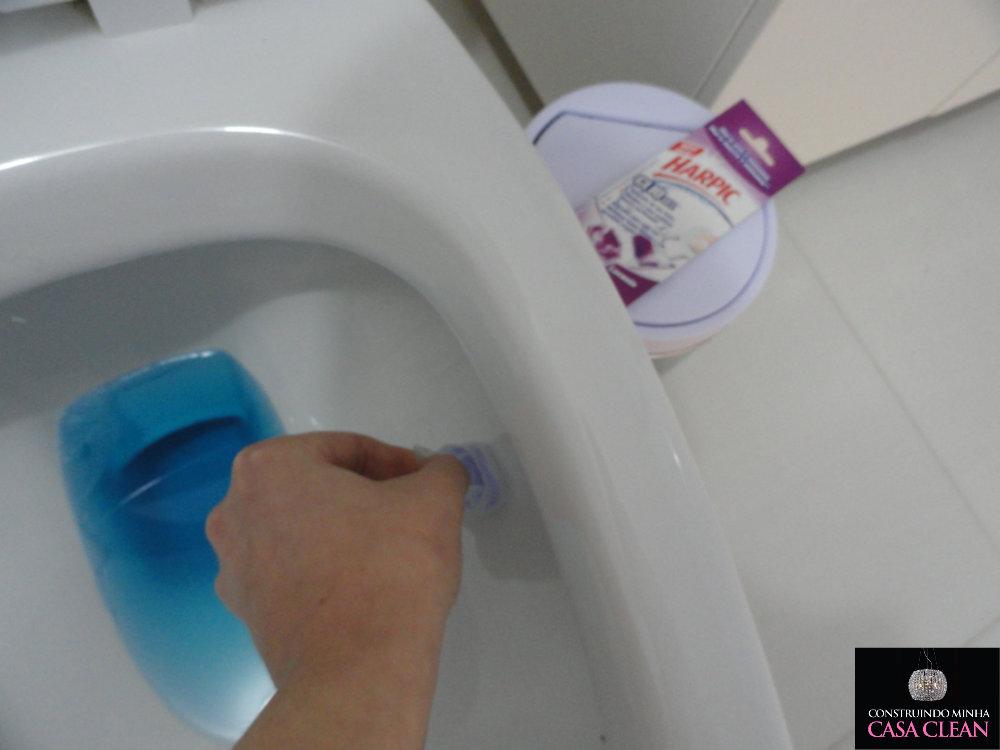 Aparador Para Tv No Quarto ~ Construindo Minha Casa Clean Testando Harpic Cliq Gel Adesivo E Falando de Limpeza no Banheiro!