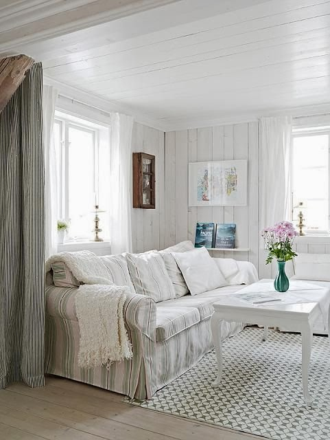 Interesting Farmhouse Style Decorating Living Room