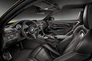 2013-BMW-M4-Coupe-interior