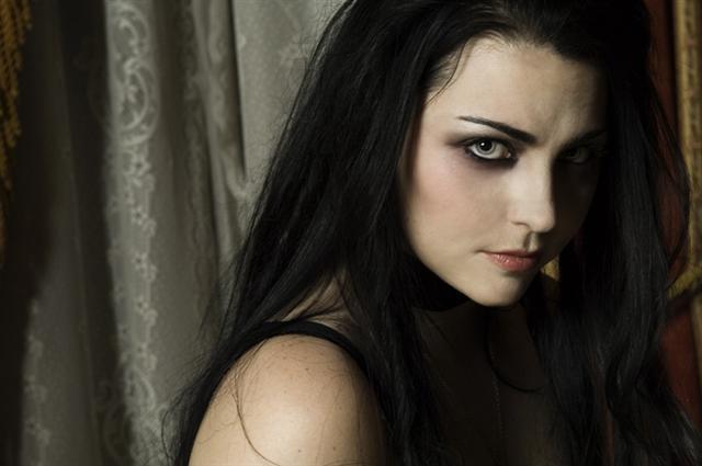 Sinéad L. Darklore (elfogadva) Amy%252520lee%252520%2528Small%2529