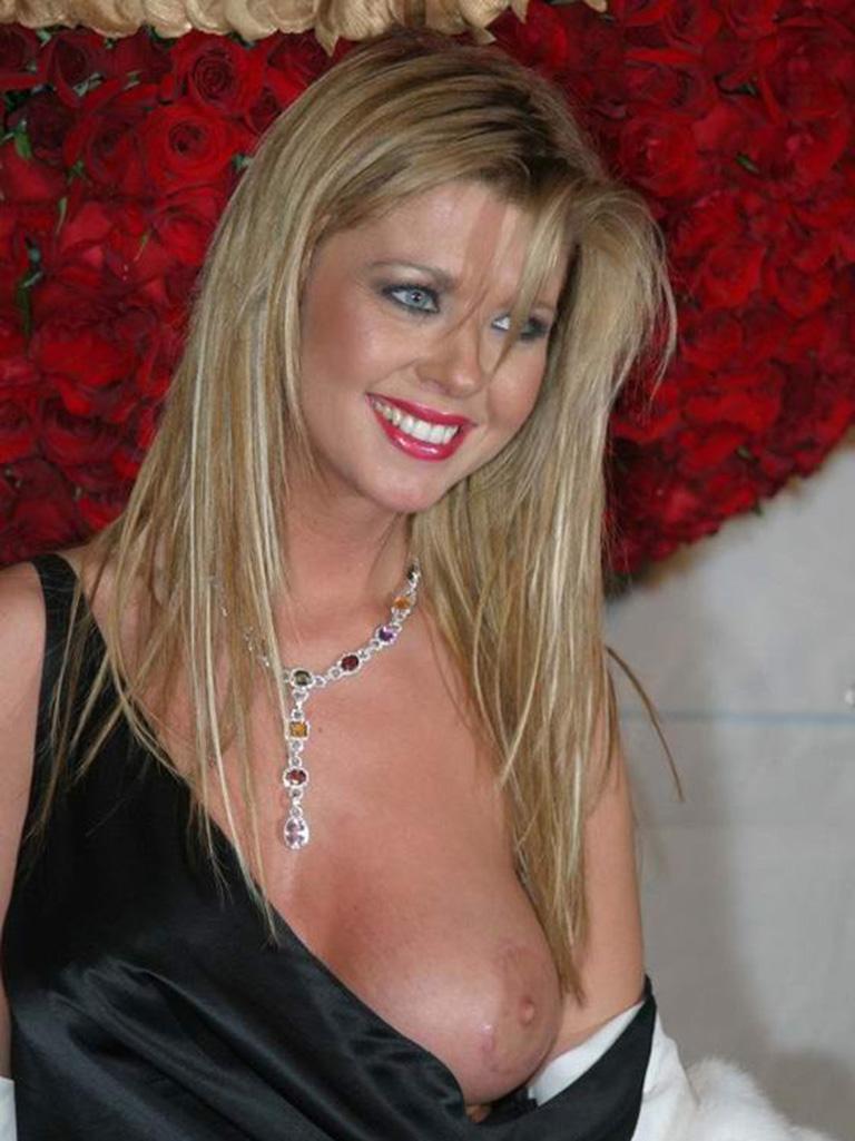 Tara reid breast pic