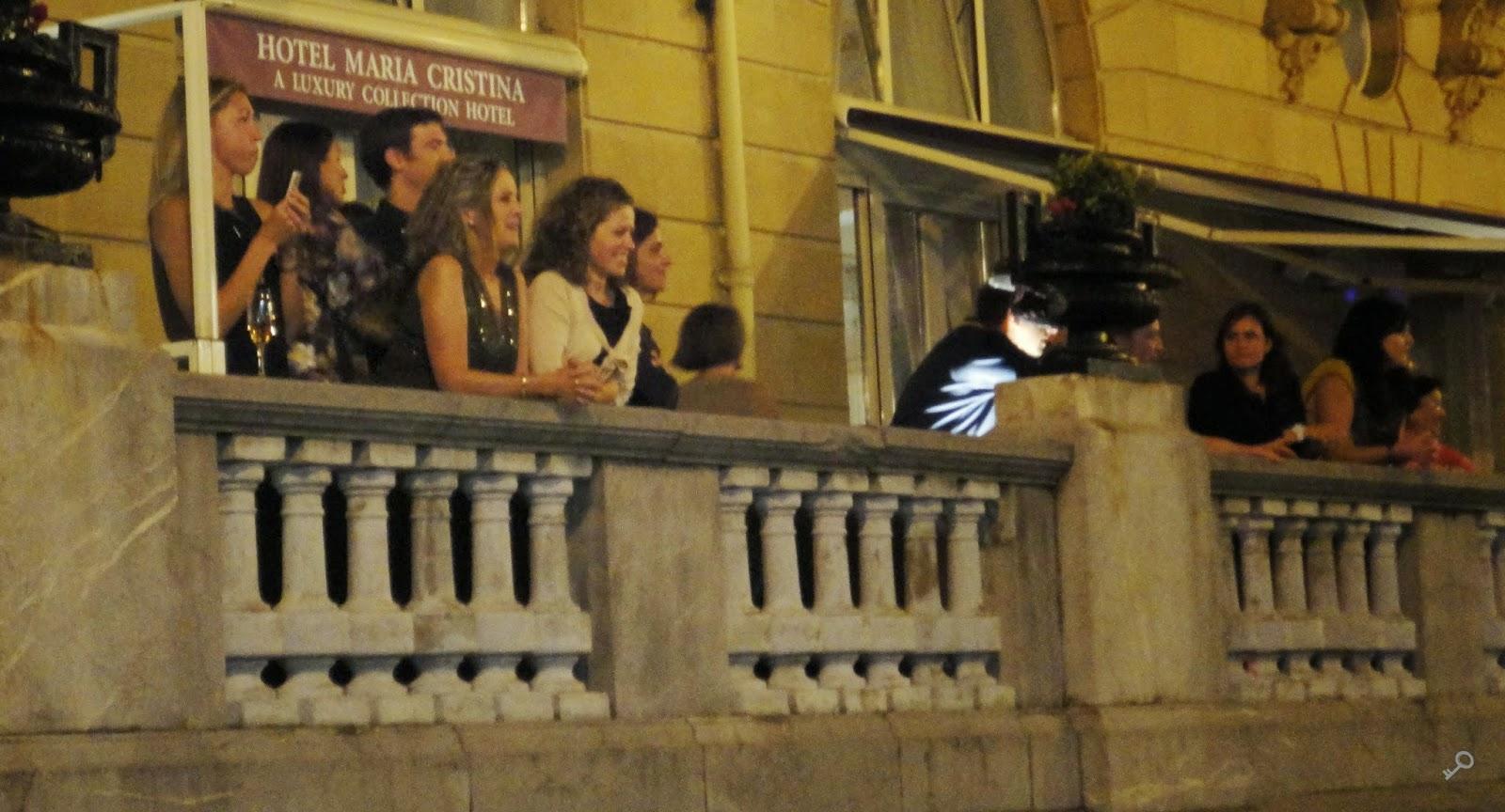 Balcones del hotel María Cristina, esperando a Orlando Bloom