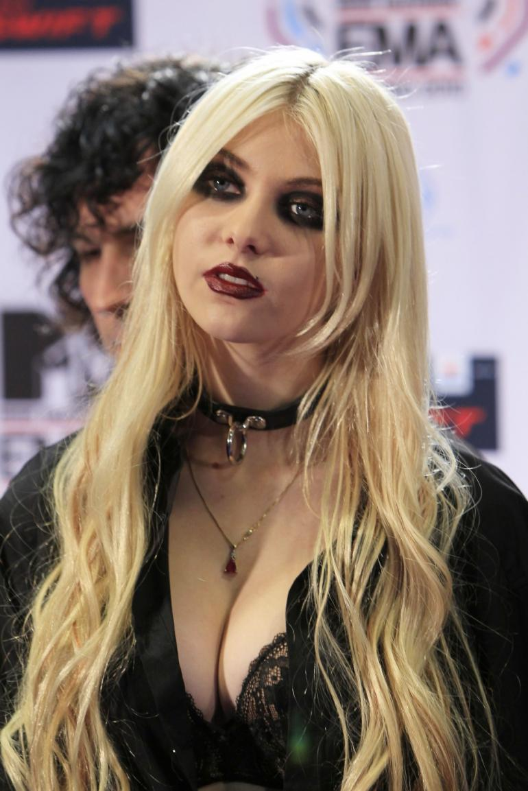 Hot Photo Gallery: Taylor Momsen Hot & Sexy Pictures Taylor Momsen