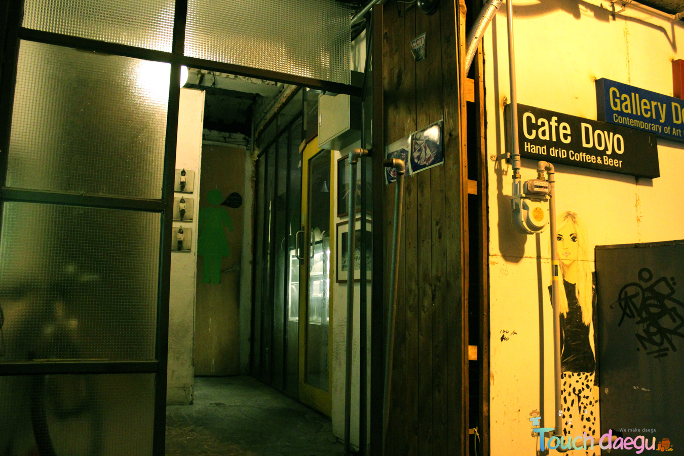 The front gate of Cafe Doyo
