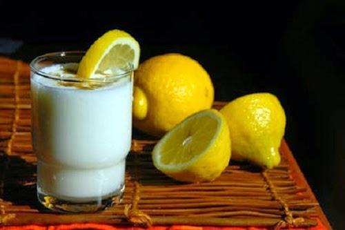 Trị mụn cám ở mũi hiệu quả bằng chanh và sữa ấm