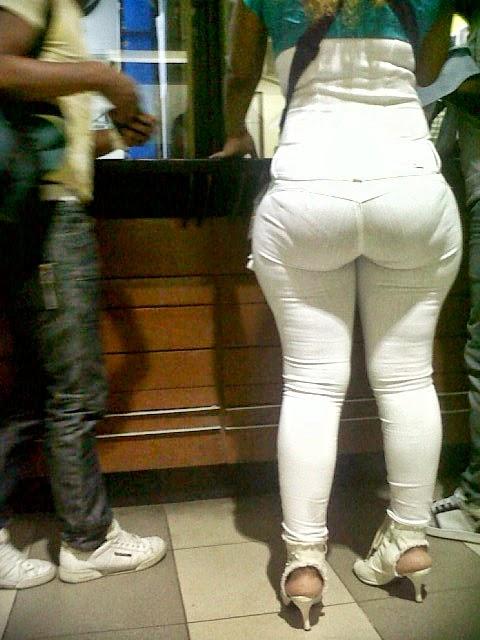 Culona en jeans sin bolsas a rebentar - 4 8