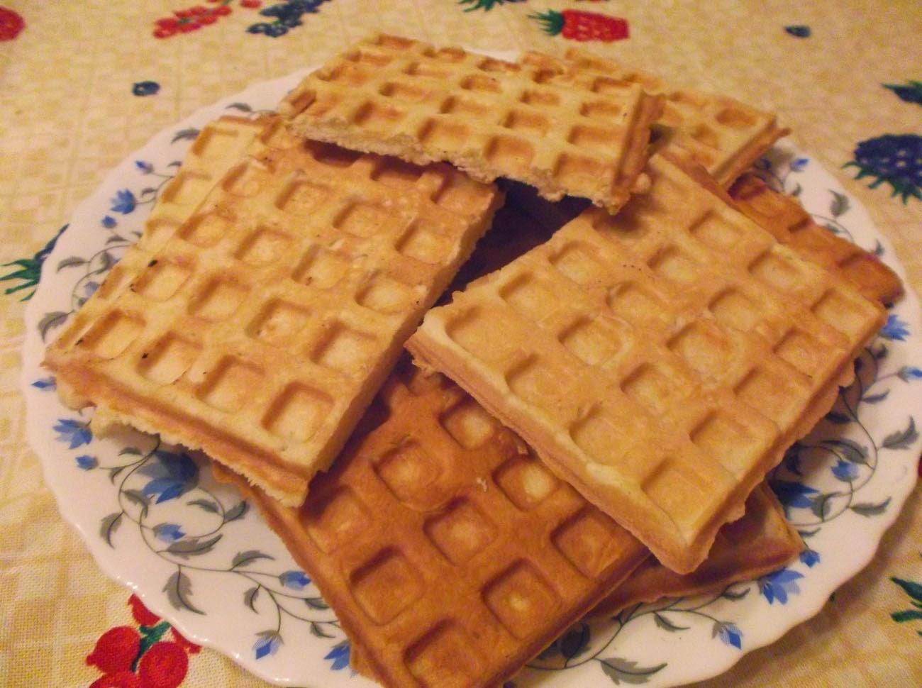 Хрустящие вафли (2 рецепта из одного набора продуктов) рецепт