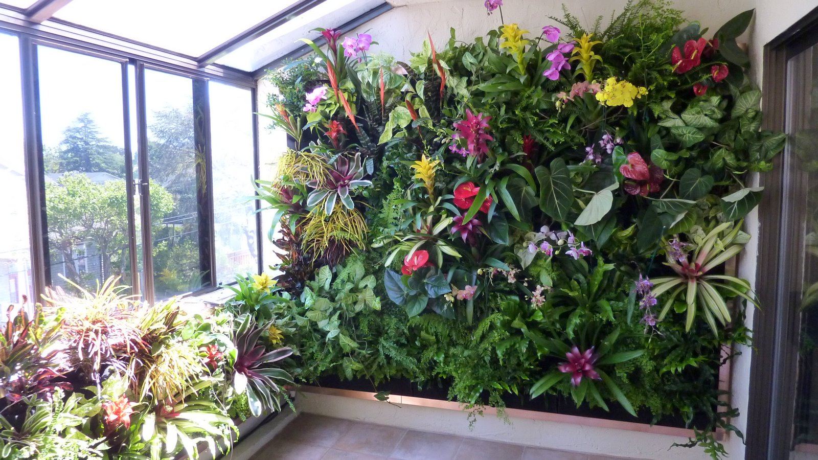 plants on walls vertical garden systems june 2011. Black Bedroom Furniture Sets. Home Design Ideas