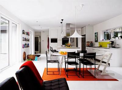 Interior Dengan Aksen Warna Tegas