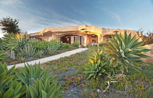 Flinstones contemporart residense in Malibu