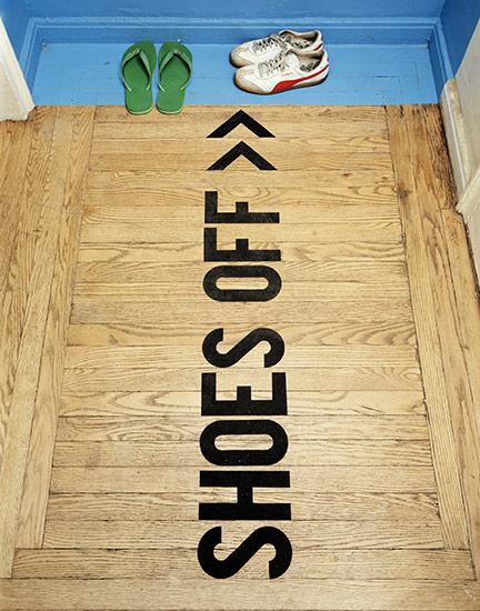Die wohngalerie shoes off eindeutiger kann eine ansage for Geschlossener schuhschrank