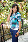 Liza reddy glam pix in jeans-thumbnail-15