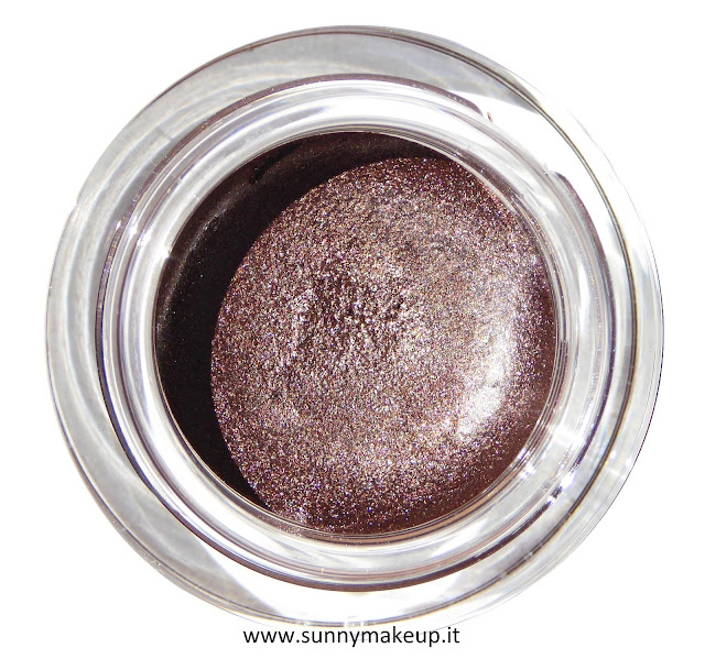 e.l.f. - Ombretto-Eyeliner 2in1 nella colorazione 21731 Wine Not. Smudge Pot.