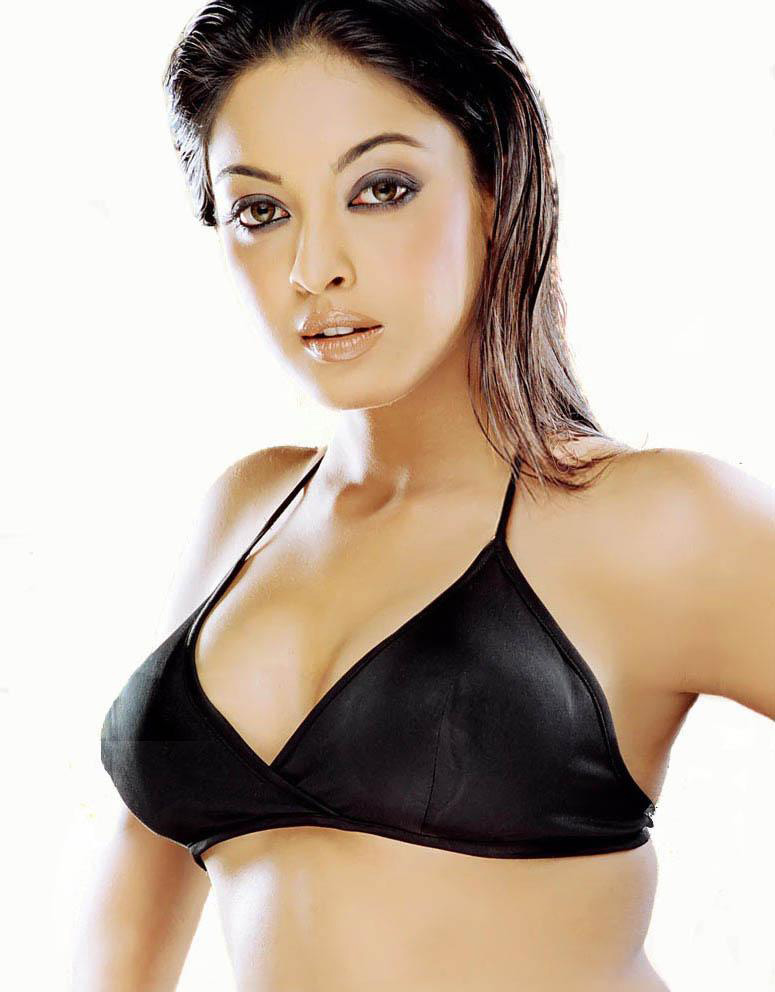 Tanushree Dutta Hot