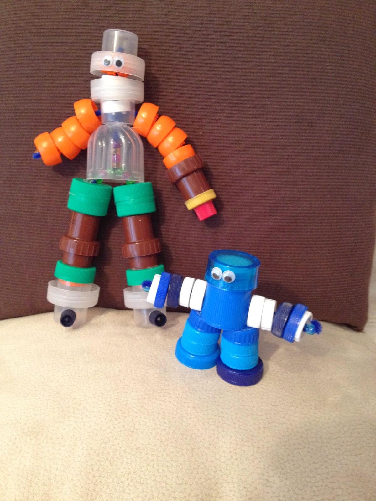 http://manualidadescoroame.blogspot.com.es/2014/03/munecos-robot-con-tapones-de-plastico.html
