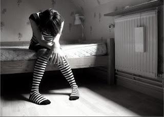 صورة بنت حزينة بتتألم