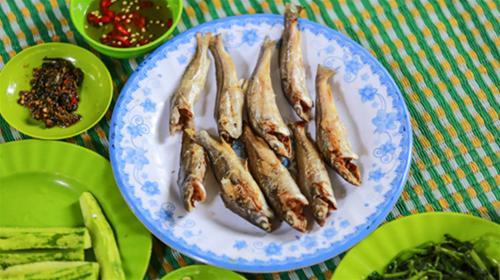 Gia Lai: Cá chốt nướng dưới đèo Tô Na
