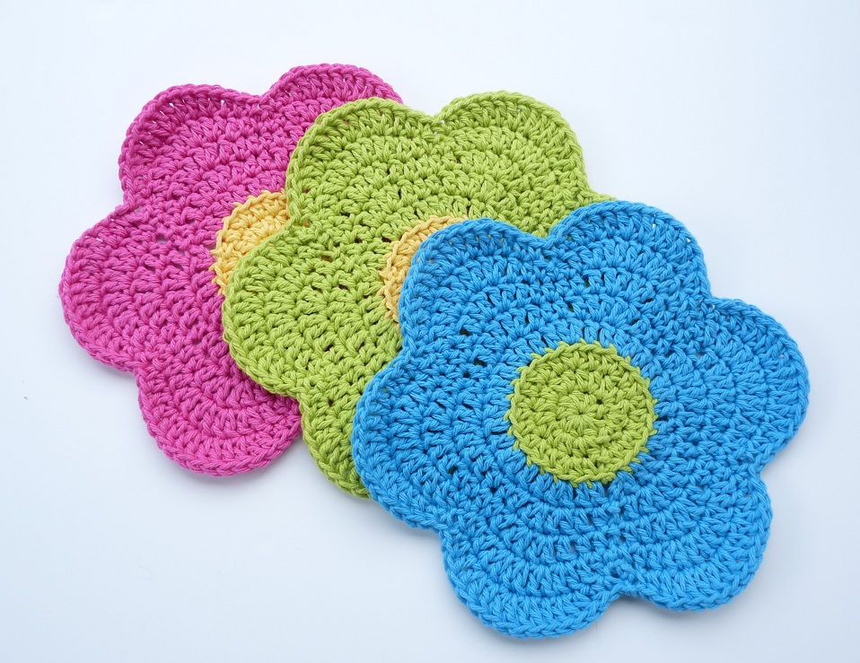 Crochet Patterns Using Cotton Yarn : Whiskers & Wool: Flower Power Dishcloth - Free Pattern