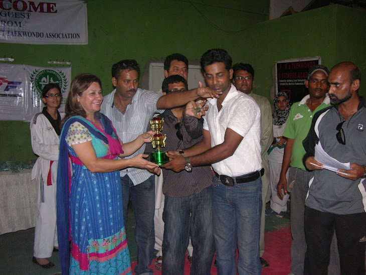 KCDTA Zone 3 Coaches Rciving 1st position trophy with Madam Farzana Khanum Exec. Member of SOA