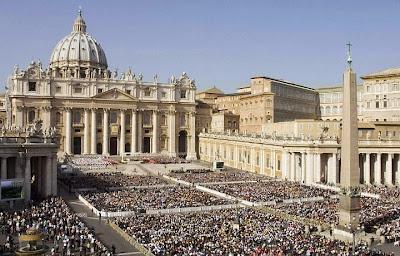 O catolicismo é a maior religião, principalmente entre os povos ocidentais.