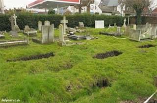 Puluhan Sinkhole Muncul Di Pemakaman Di Inggris
