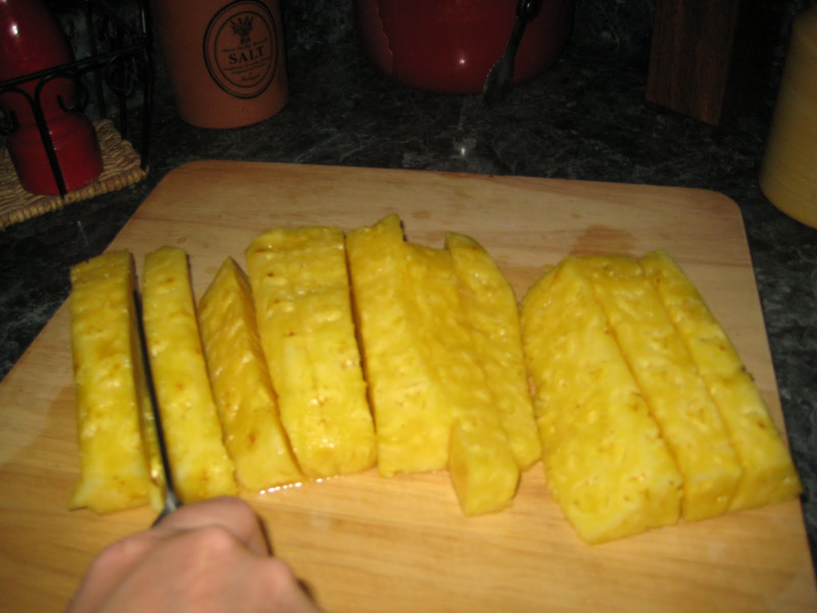 how to cut up a pineapple with a knife