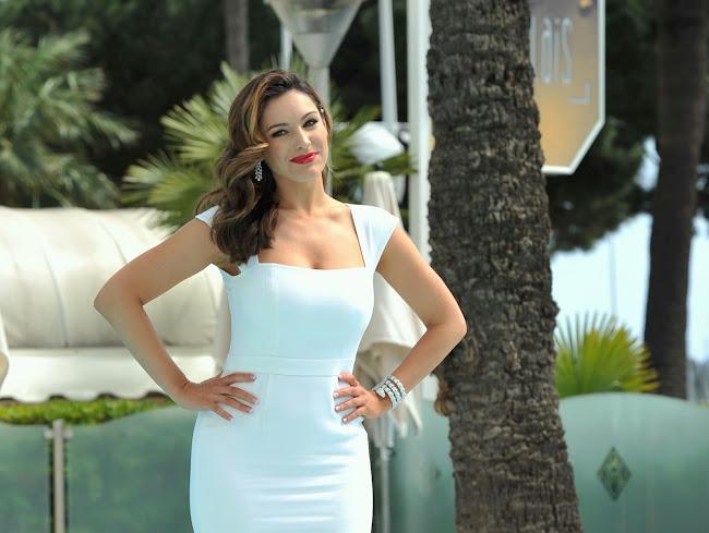 Kelly Brook white dress
