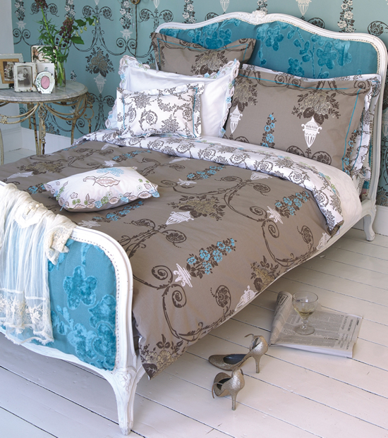 decoracao de interiores estilo classicoTurquoise Upholstered Bed
