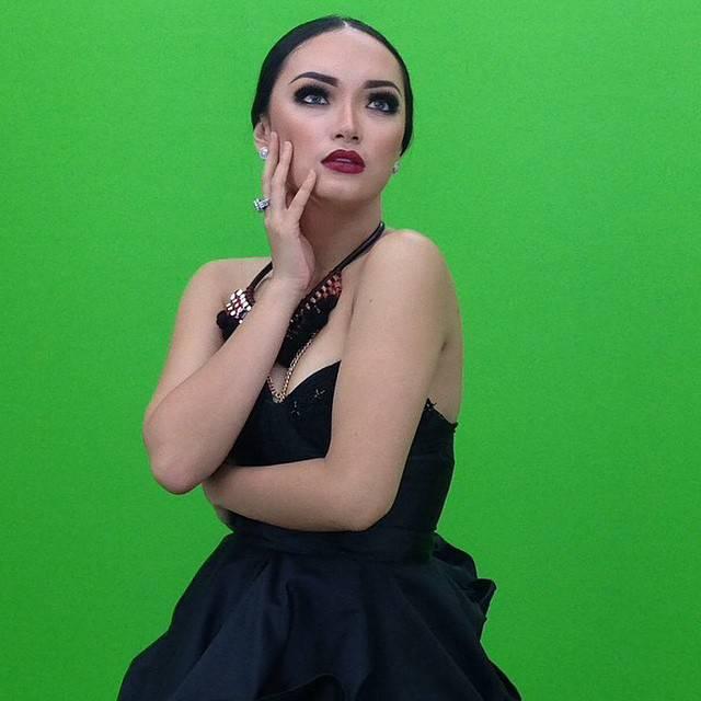 100 Foto ZASKIA GOTIK Artis Indonesia Bikin Penasaran Netizen http://www.kuakap.com/