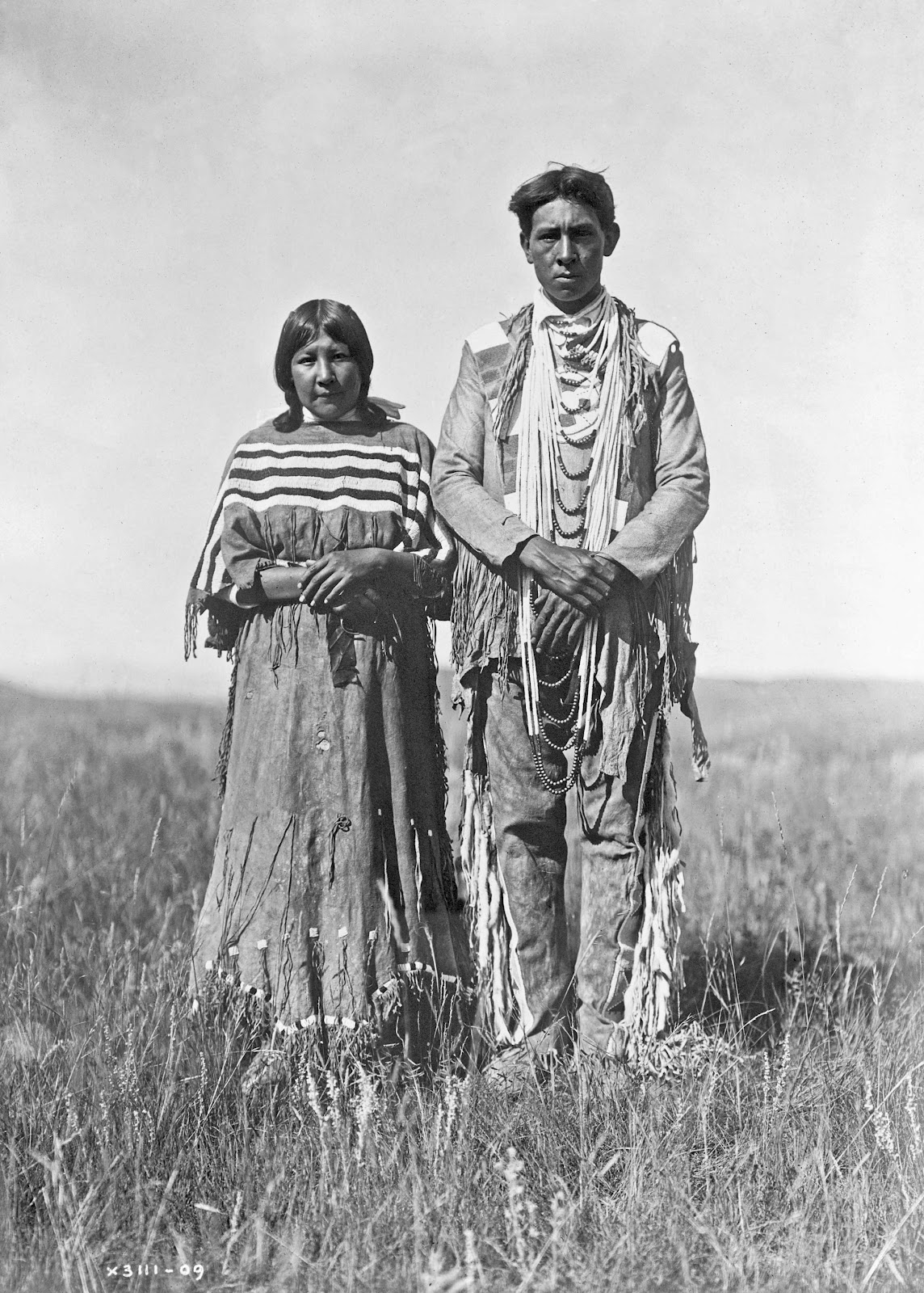 indians in the plains The history of the great plains indians can be traced back at least 13,000 years and possibly even millenia during the last stages of the ice age, small bands of people migrated in search of megafauna, or game, such as mastodons and mammoths.