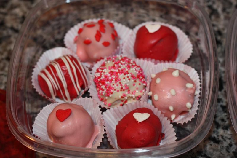 Christy: Valentine's Day: Cake Balls