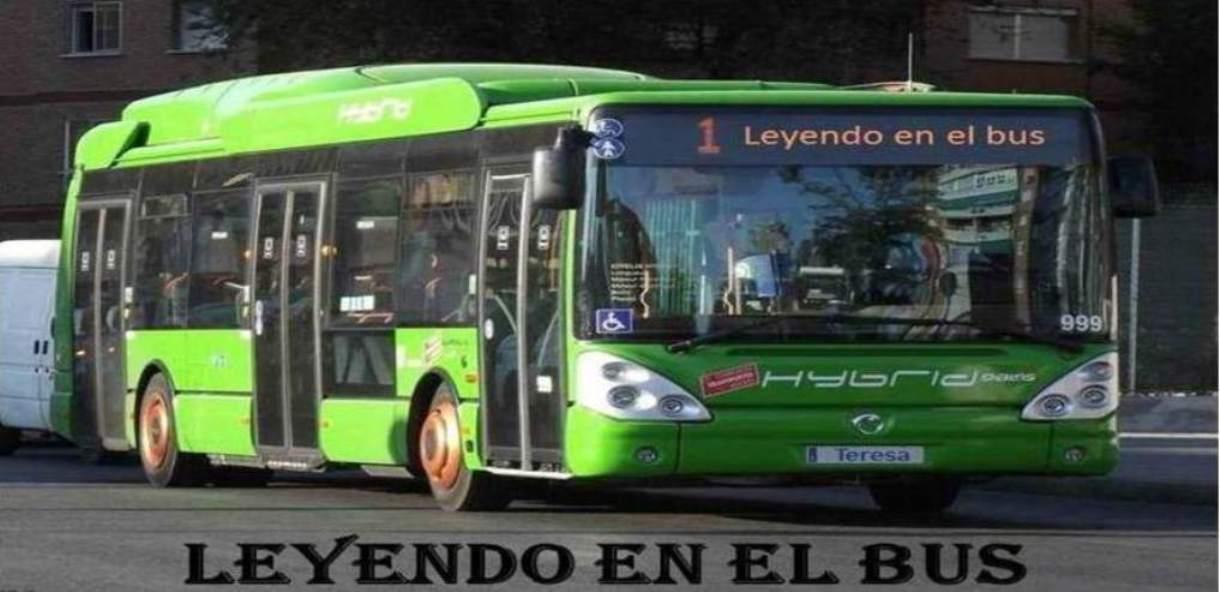 Leyendo en el bus