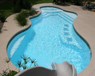 Foto de piscina - piscina de concreto armado revestida em fibra de vidro