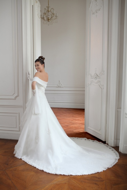 voici la robe de marie 2011 collection de point mariage traditionnelle - Point Mariage Angouleme