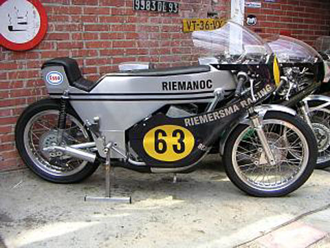 Riemanoc Monocoque Yamaha TR3 Cafe racer