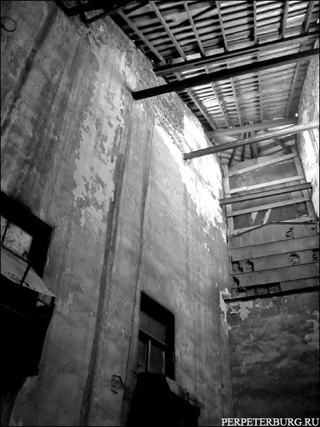 Заброшенный дом в Питере фото