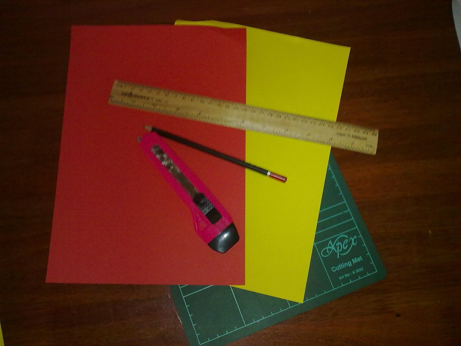 Bahan-bahannya ialah kertas warna , pensel , pembaris , pisau , dan ...