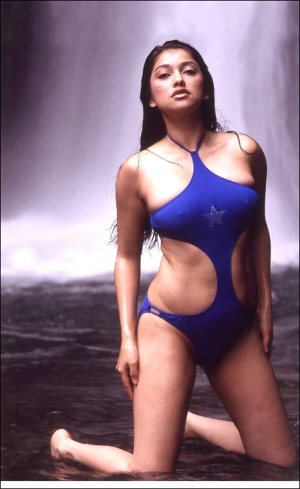 Foto Hot Sarah Azhari in Bikini Seksi