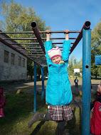 Прогулка в школьном дворе