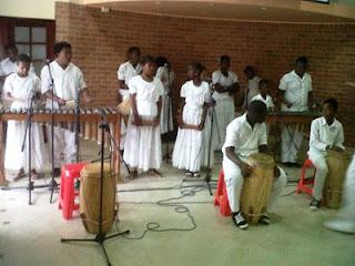 Banda municipal de Tumaco, interpretando el himno nacional